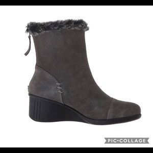 🌻 Sz 8, women's Grey Suede Ankle Boots